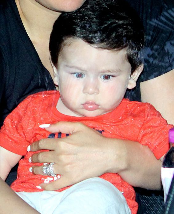 Kareena Kapoor Khan & Baby Taimur Spotted Last Night At ...
